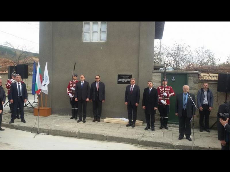 Четирима президенти откриха в с. Веселиново паметна плоча на д-р Желю Желев