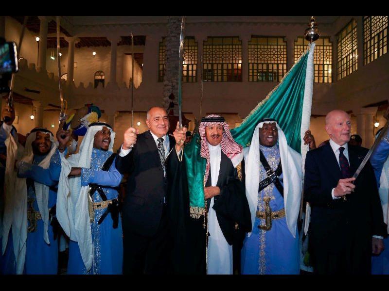 Борисов танцува със саби в Саудитска арабия (снимки и видео)