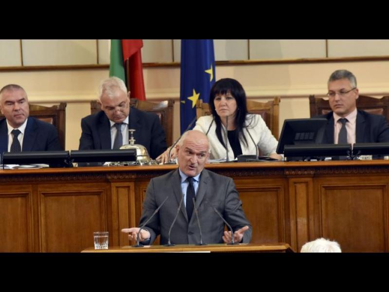 Опозицията иска оставката на председателя на парламента - картинка 1