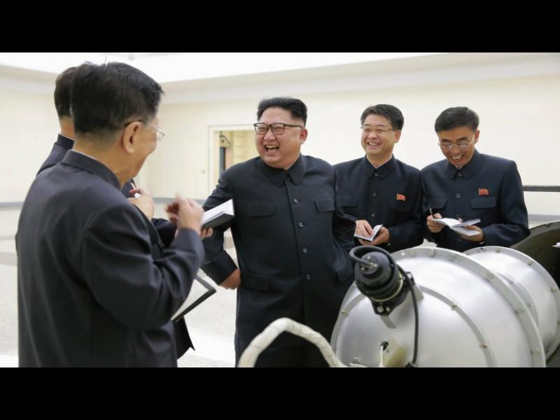 """КНДР плаши САЩ да подостри """"ядрен, скъпоценен меч на справедливостта"""""""