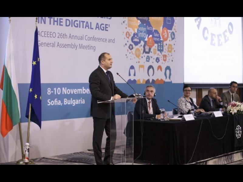 Румен Радев призова за електронно дистанционно гласуване с необходимата защита на вот