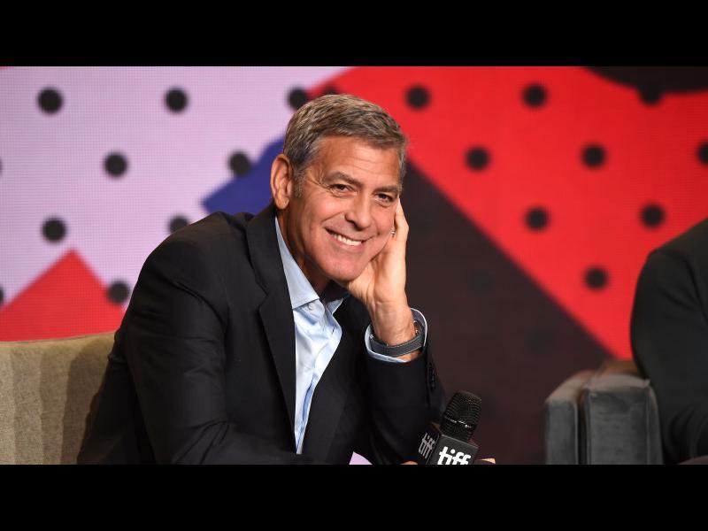 """Джордж Клуни снима сериал по """"Параграф 22"""" на Хелър"""