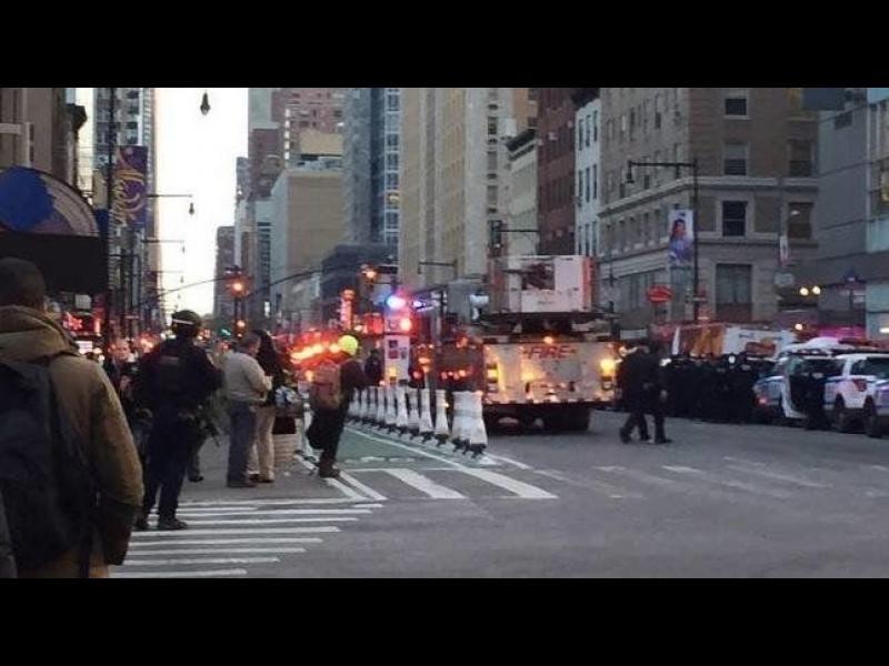 Експлозия на голяма автобусна станция в Манхатън, има ранени