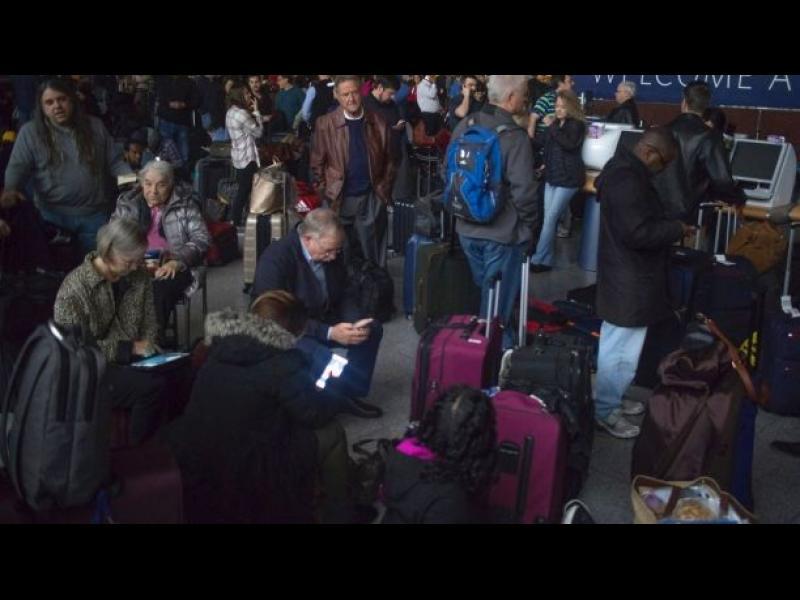 Най-натовареното летище в света без ток, десетки хиляди с отменени и отложени полети