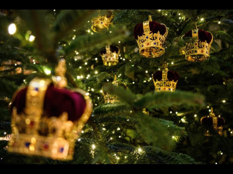 Коледната украса на Бъкингамския дворец (ВИДЕО+СНИМКИ)