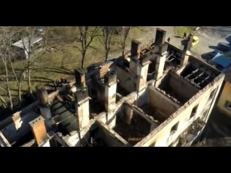 Пожар унищожи цял блок с 12 апартамента в Бойчиновци