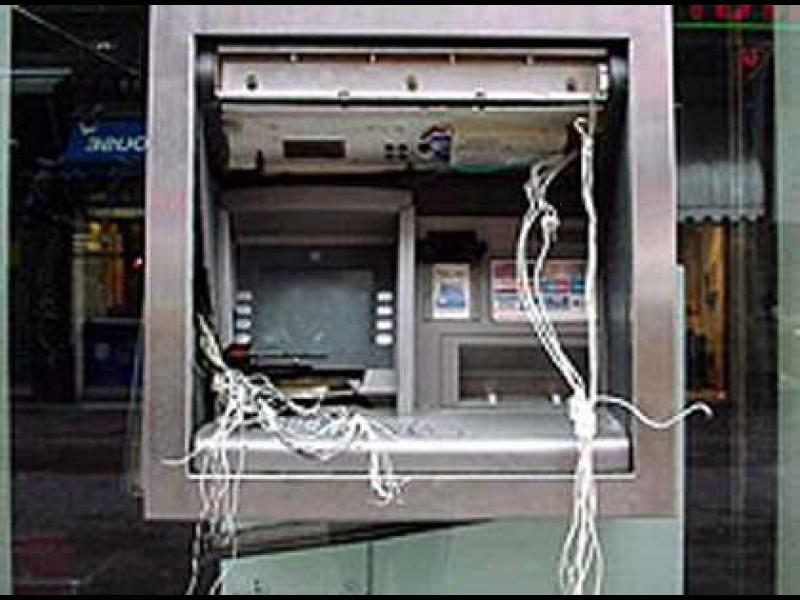 Двама арестувани за взривяването на банкомати в столицата