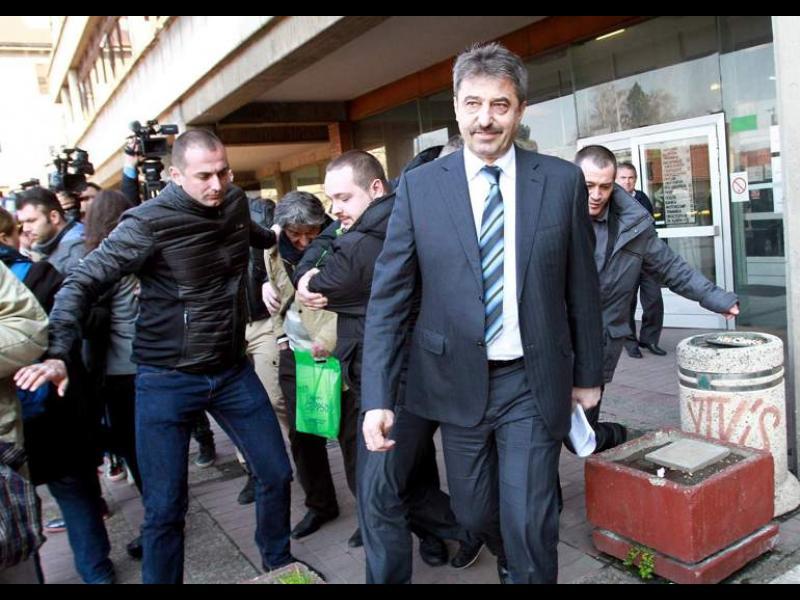 Цв. Василев: Д.П. носил ли е на Цацаров по 100 хил евро на месец?
