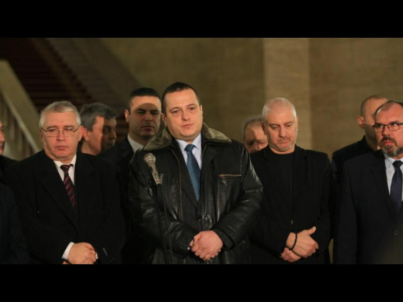 Борисов успокоява полицаите със 100 млн. лв. допълнително за заплати