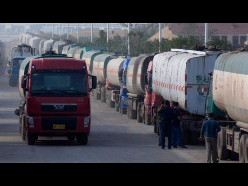 Цистерни с гориво прекосяват страната без митниците да ги засекат?