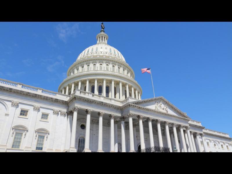 """Правителството на САЩ на ръба да """"пусне кепенците"""""""