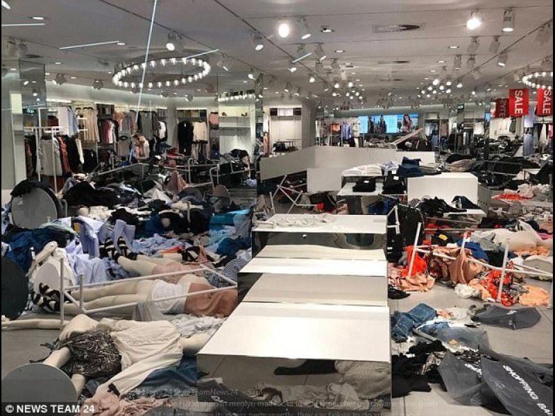 Опустошиха магазини на H&M заради расистка реклама