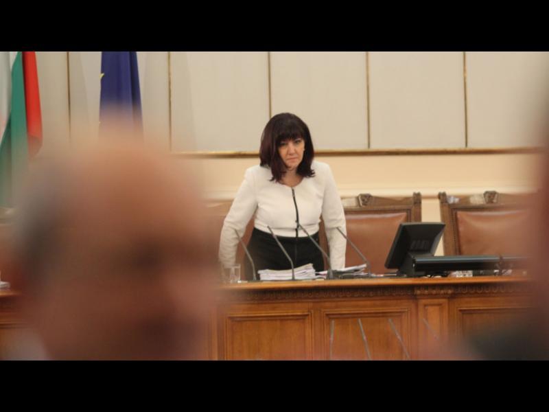 """Депутатите се скараха за """"партизанското ДНК"""""""