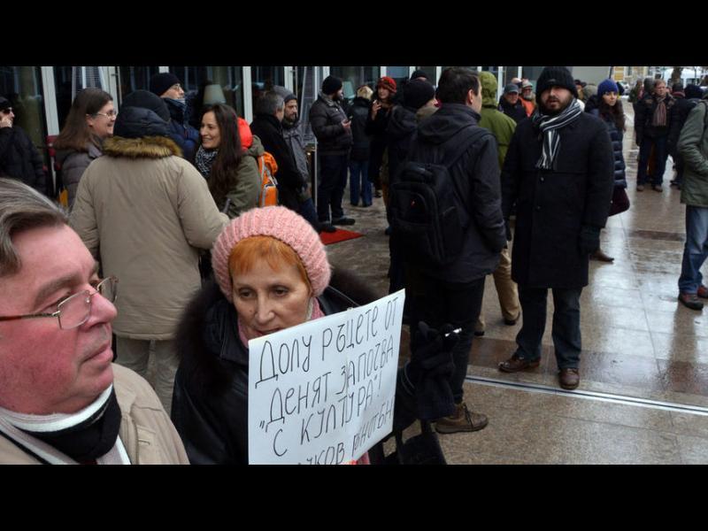 Граждани и журналисти поискаха оставката на Кошлуков