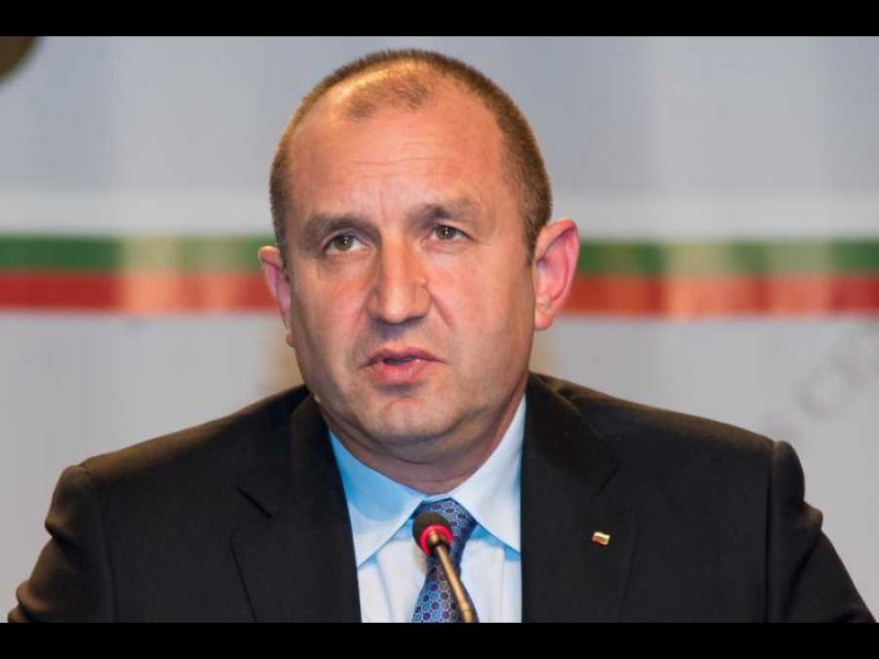 Румен Радев пита: Има ли премиерът общи бизнес интереси с Делян Пеевски? - картинка 1