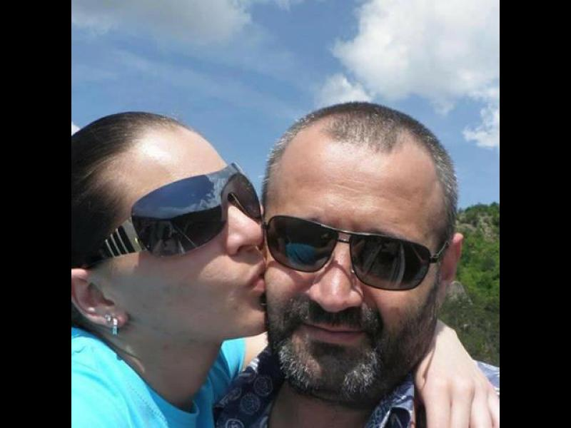 Миски и фолкпевици налазиха най-богатия ерген в България