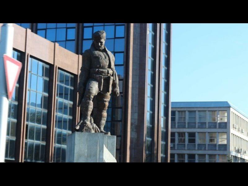 Македония премахна първи паметник от ерата на Груевски - картинка 1