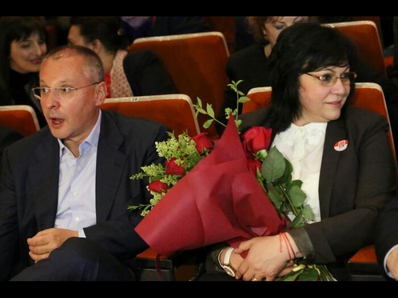 Раздвоение: Нинова на турне срещу Истанбулската конвенция, Станишев агитира за нея в Перник