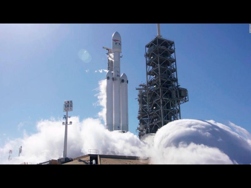 SpaceX успешно изстреля най-мощната ракета в света