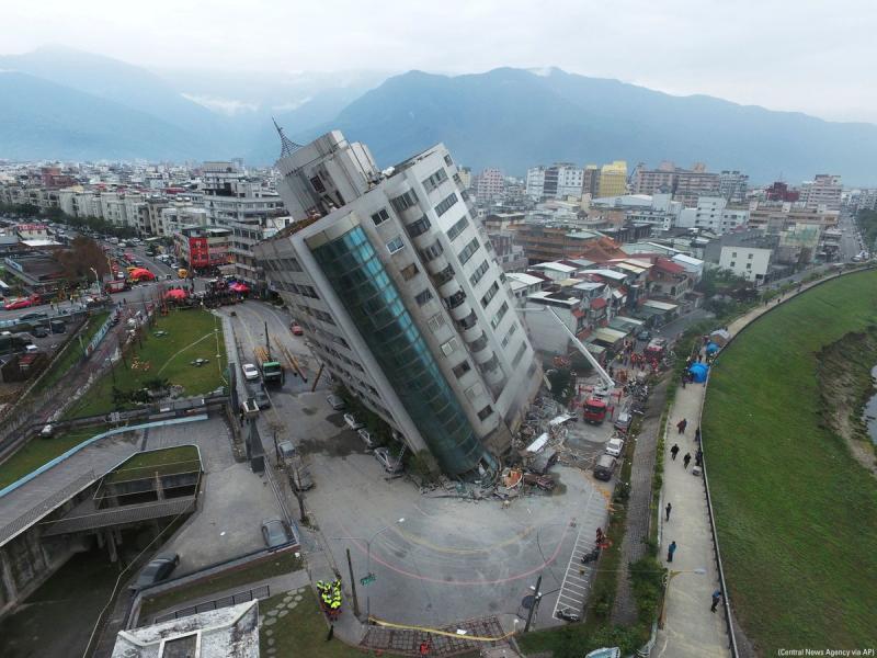Расте броят на загиналите и ранените след труса в Тайван
