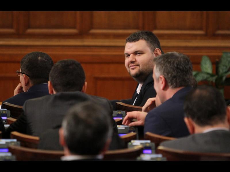 Пеевски: Борисов и Радев да се разбират като генерали, да не ме замесват - картинка 1