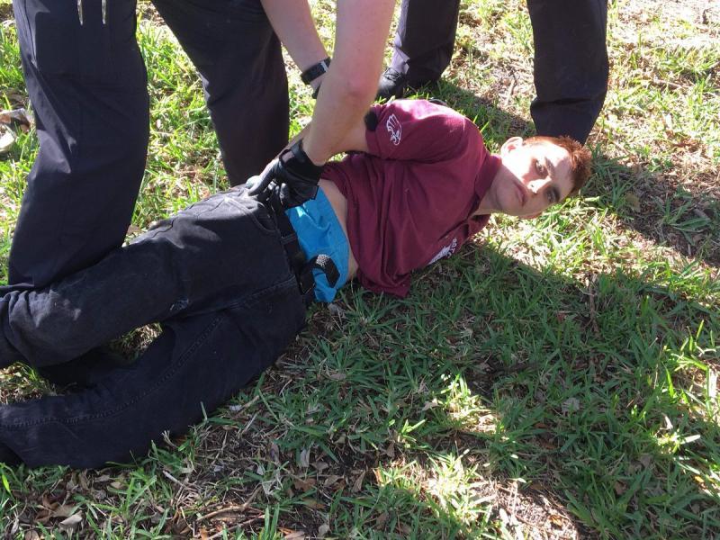 17 жертви на масовата стрелба в училище във Флорида