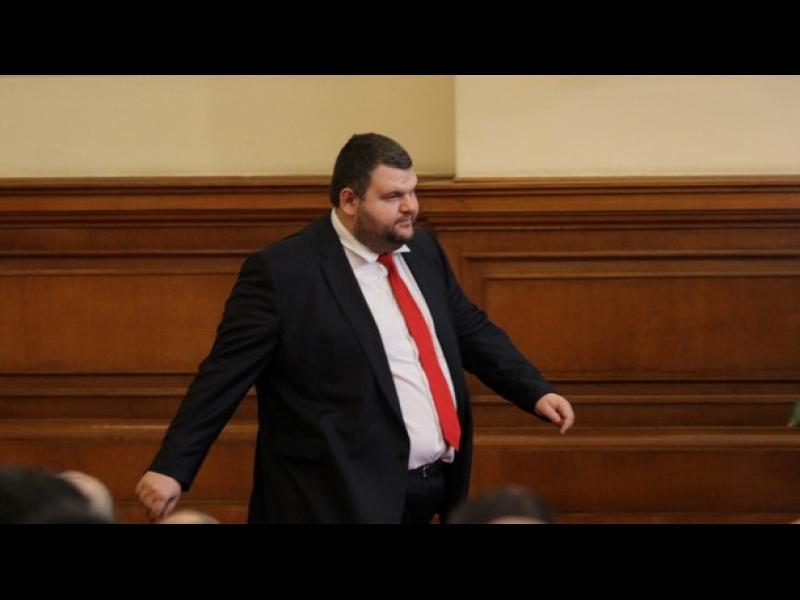 """""""Антикорупция"""" ще проверява Пеевски за конфликт на интереси"""