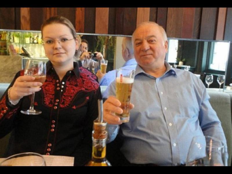 Дъщерята на Скрипал неволно пренесла Новичок в куфара си от Москва