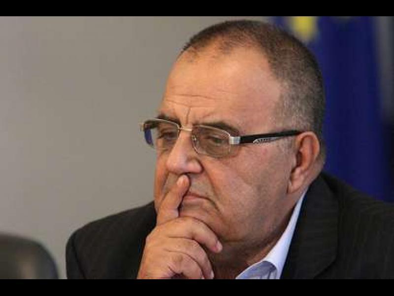КОНПИ: Божидар Димитров в конфликт на интереси, подписвал договори с дъщеря си