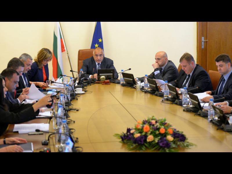 Борисов: Полицай до всяка дупка на пътя, докато не се запълни
