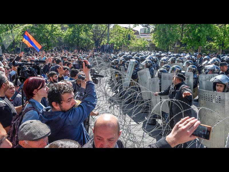 Блокади, окупация и живи вериги в Армения