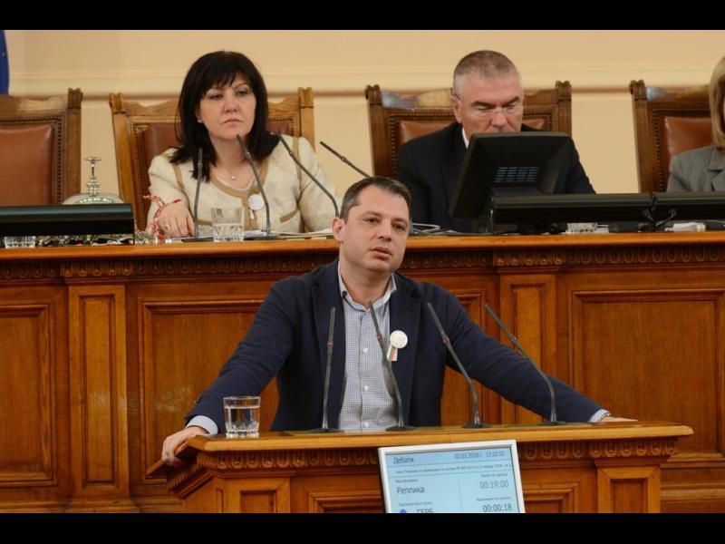Парламентът даде право на КЕВР да спира сделки като за ЧЕЗ