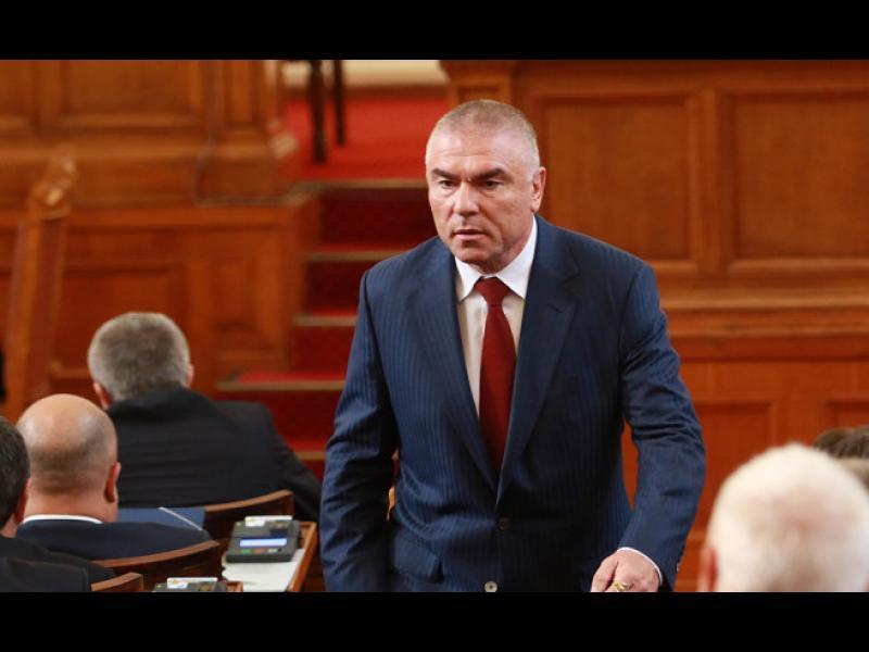 Марешки поиска референдум за излизане от НАТО