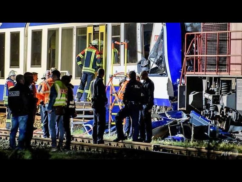 Влакове се сблъскаха в Германия, има жертви