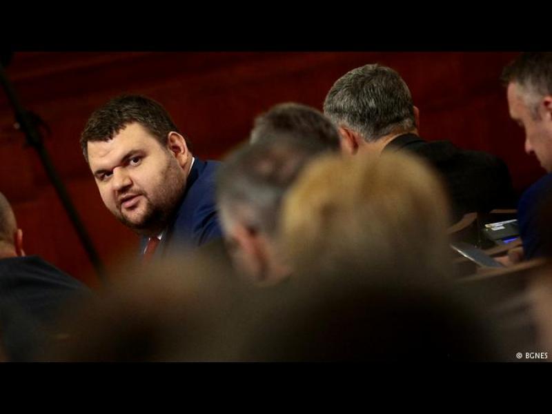Два месеца не стигат да се провери Делян Пеевски за конфликт на интереси по медийня закон
