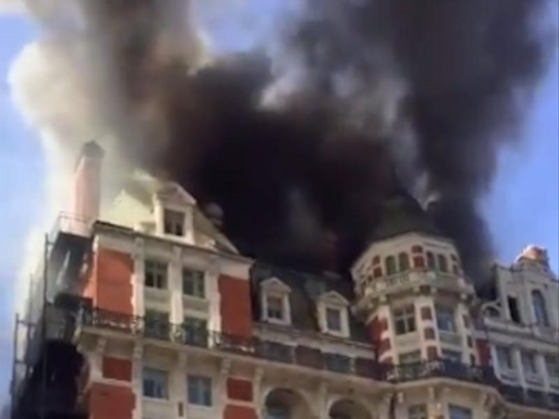 Петзвезден хотел горя в Лондон