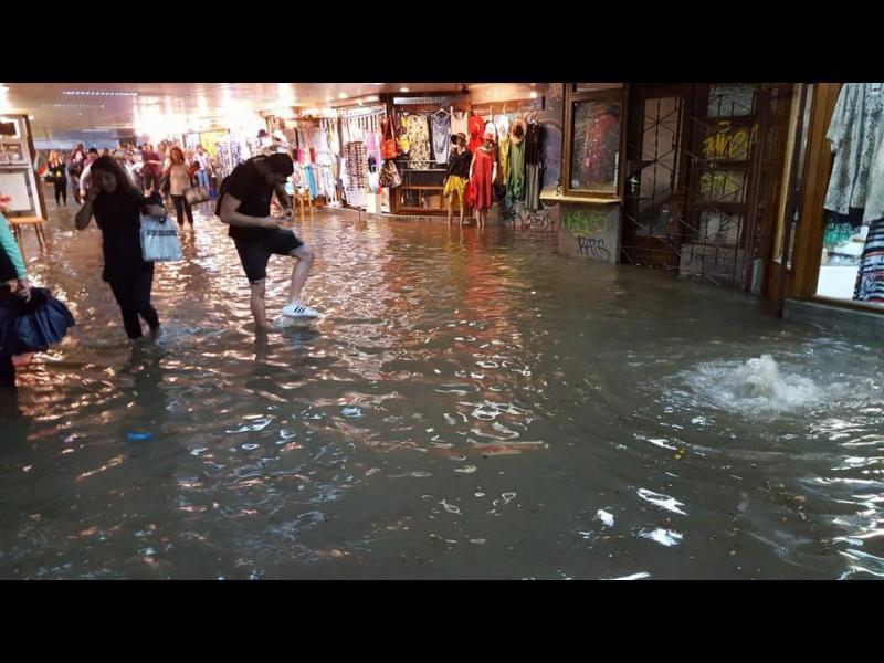 Равносметката след дъжда в София: Молове, метростанции и подлези протекоха, пострадаха знакови сгради