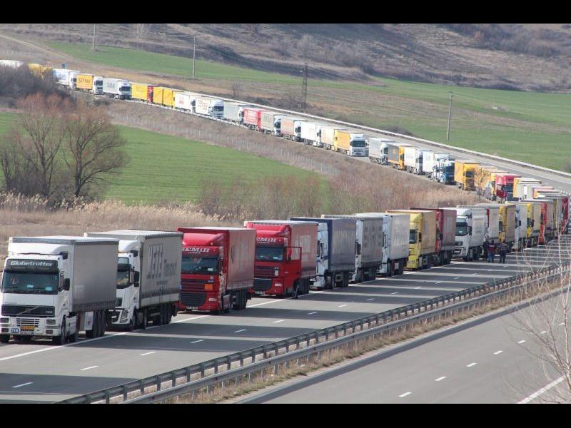 Тираджиите искат да излезем от ЕС, ако бъде ударен бизнесът им