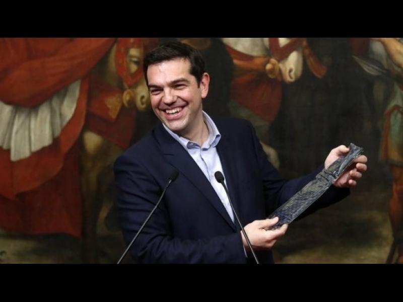 Край на спасителната програма за Гърция! Ще сложи ли Ципрас вратовръзка?