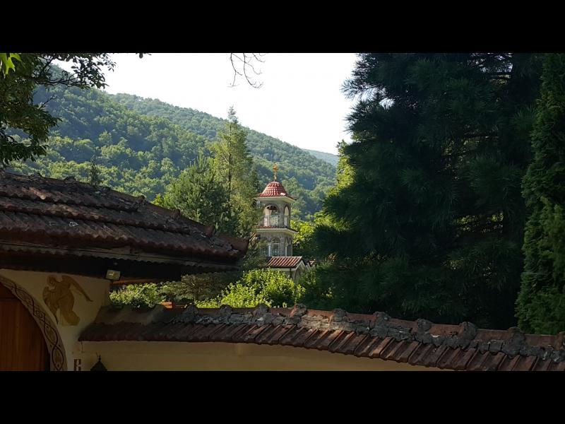Скрити съкровища: Храмове и манастири из Ботевградско
