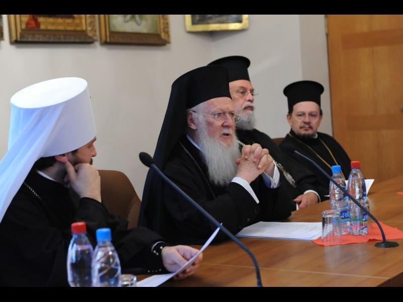 Вселенският патриарх пак вбеси Кирил - обеща Украинска и Македонска църква