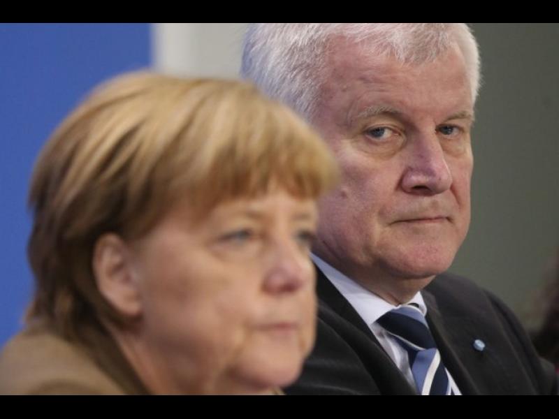 Зеехофер заплаши с оставки заради бежанците