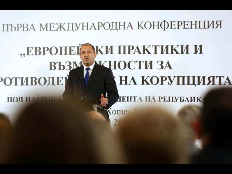 """Радев наложи вето на поправката """"Домусчиев"""" в закона за приватизацията"""