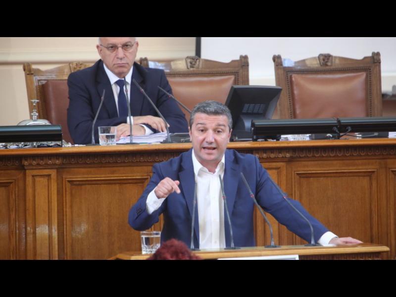 БСП смирено вика Борисов в парламента да обясни за концесията на летище София