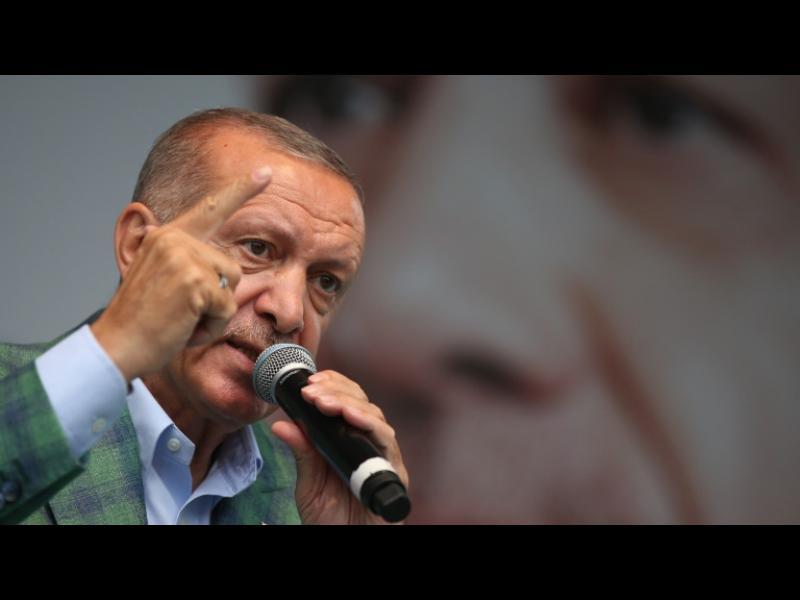 В Турция уволниха още 18 632 държавни служители