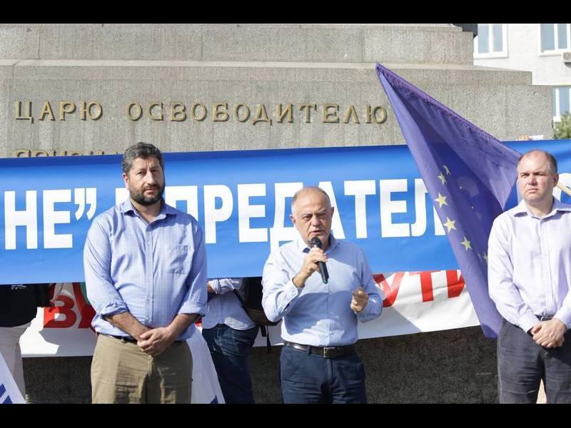 """""""Демократична България"""": ГЕРБ и БСП пазят газовия монопол на Русия"""