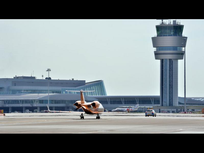 Частен самолет минал през летище София без гранична проверка