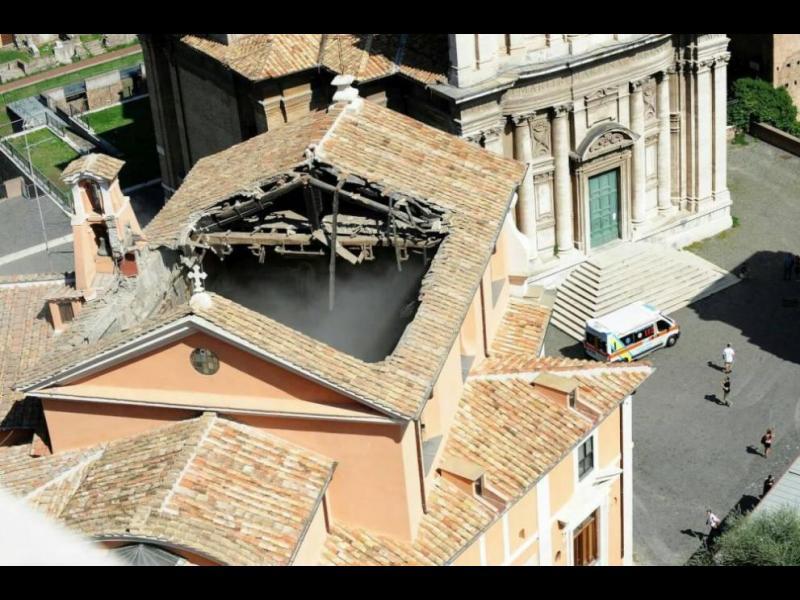 Падна част от тавана на римска църква от 16-ти век (СНИМКИ)