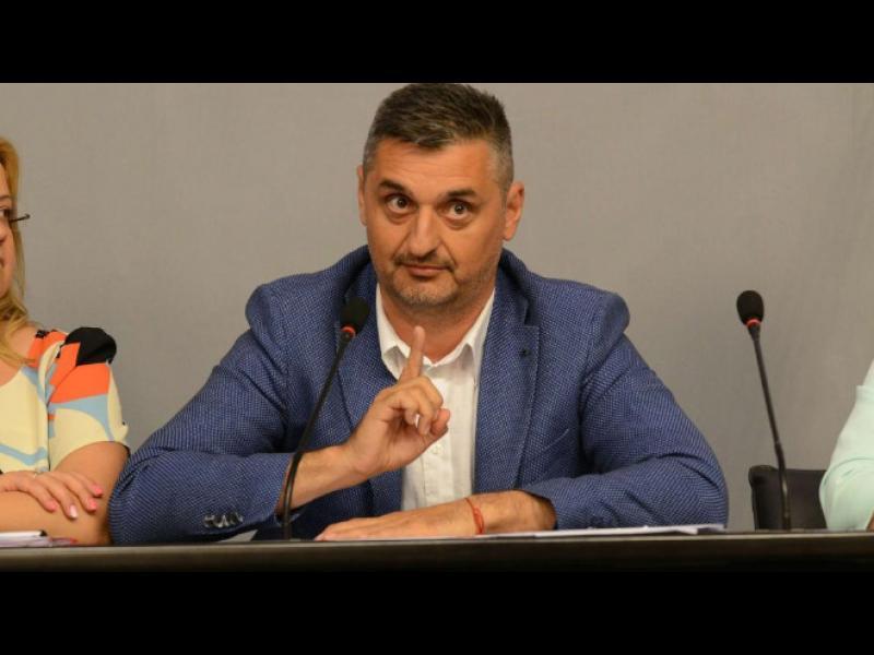 Кирил Добрев: Гущерът на ГЕРБ е варан