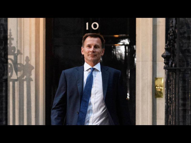 Великобритания иска ЕС да наложи още санкции на Русия